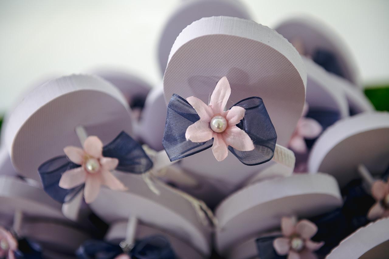 wedding reception flip flops, wisconsin wedding photographer, door county wedding, wedding tip