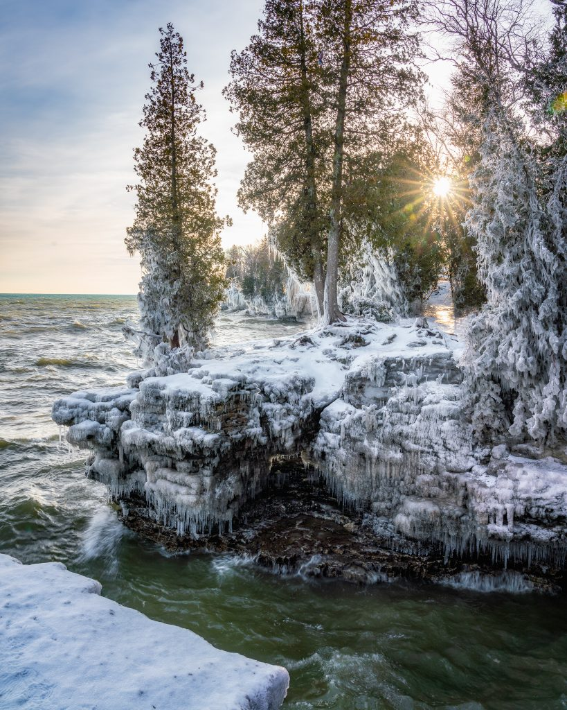 cave point county park, door county, wisconsin, winter, snow, sunstar, sunrays